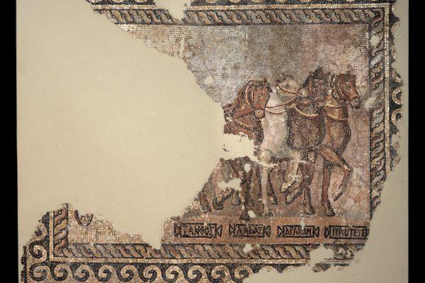 Εστιάζοντας στα εκθέματα του μουσείου: Ψηφιδωτό με παράσταση τεθρίππου