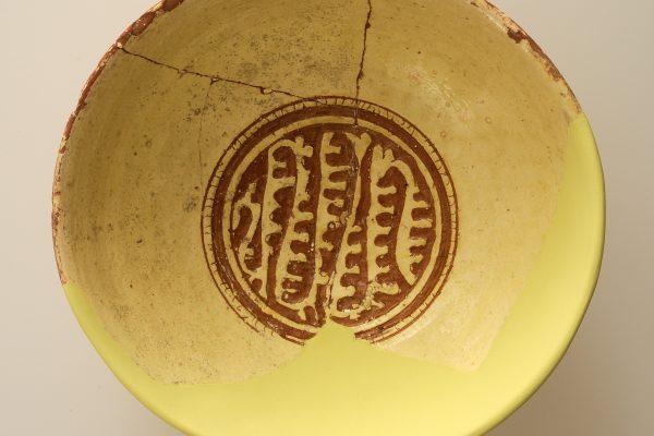 Διεθνής Ημέρα Μουσείων 2020: Ψηφιακές δράσεις. Η βυζαντινή εφυαλωμένη κεραμική του Άργους μέσα από τα ευρήματα του Βυζαντινού Μουσείου Αργολίδας. Κεραμική αρχικά για τους λίγους και μετά για τους πολλούς